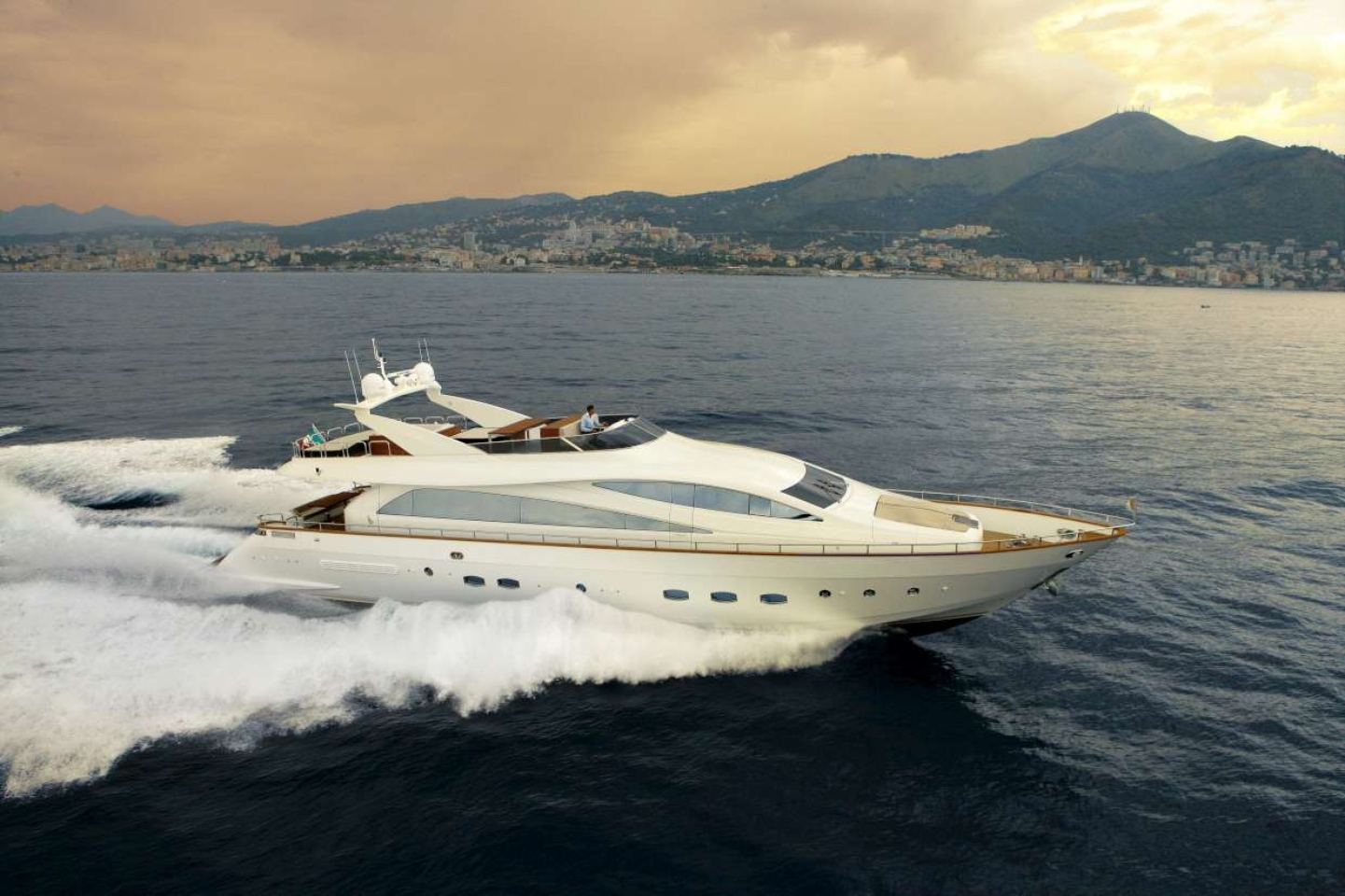 In preview the Yacht Amer 92' Deluxe